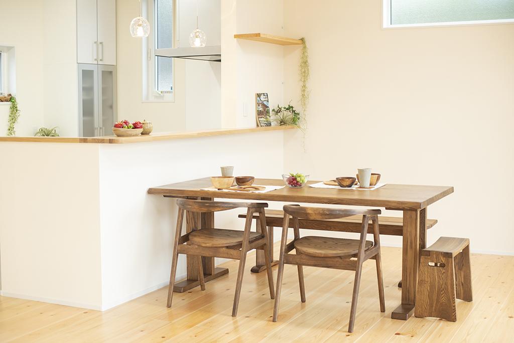 久和屋のダイニングテーブルとチェア