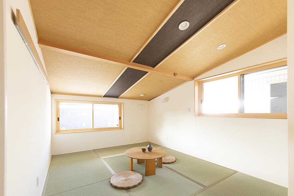 和室・寝室(2階勾配天井)
