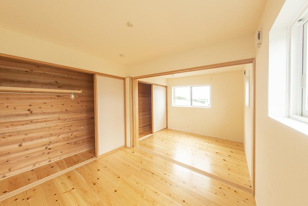 1階洋室(床は無垢の檜)