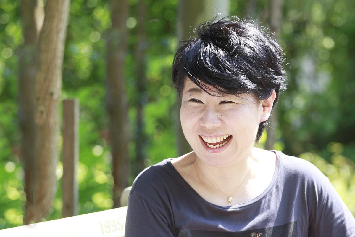 頑丈で優しくて心地いい スーパー木材、ユーカリの魅力にふれる   倉田明紀さん